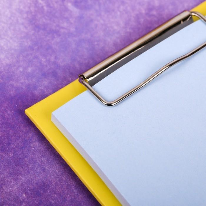 Блок с липким краем на планшете