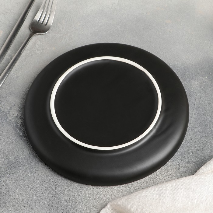 Тарелка для подачи «Black Gold», 20?3 см, цвет чёрный/золотой